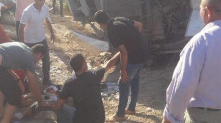 Türkiyədə hərbçiləri daşıyan avtobus aşdı: Ölənlər var - FOTO