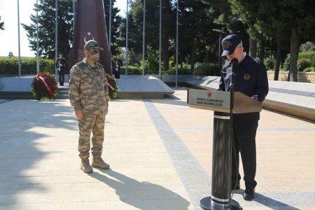 Azərbaycan və Türkiyə Müdafiə Nazirliklərinin rəhbərliyi Fəxri və Şəhidlər xiyabanını ziyarət etdi - FOTO