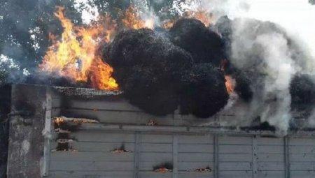 Ordumuz Qarabağda işğalçı Ermənistanın daha bir yük avtomobilini məhv etdi - VİDEO