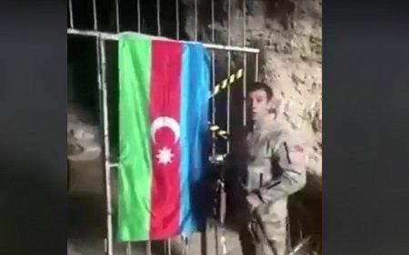 Azərbaycan əsgəri Azıx mağarasında