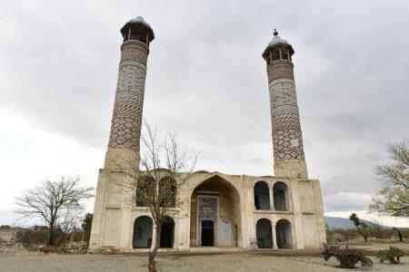 Xalq artisti Ağdam məscidində azan səsləndirdi - VİDEO