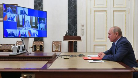 Putin Təhlükəsizlik Şurasının üzvləri ilə sülhməramlıların fəaliyyətini müzakirə etdi