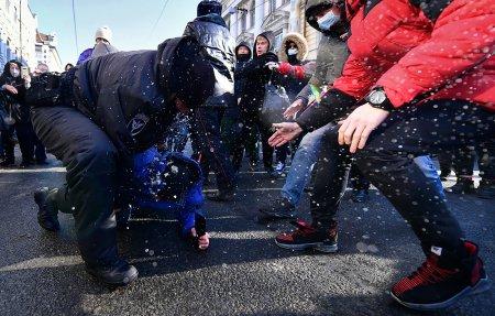 Moskvada polislə qarşıdurma oldu, yaralananlar var - Fotolar