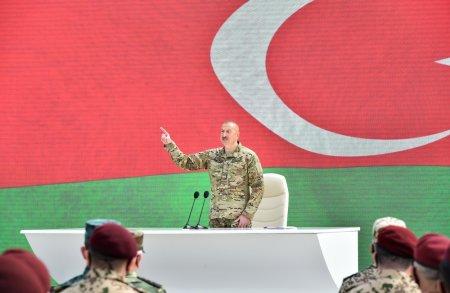 Prezidentin hərbçilərlə görüşündən - Fotolar