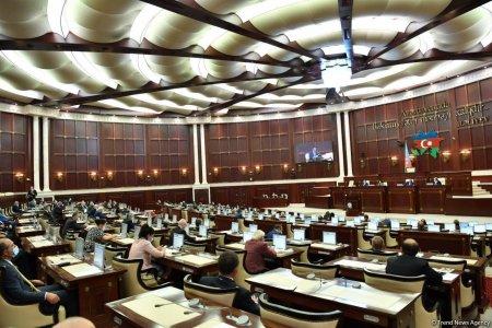 Bu gün deputatlar 11 məsələ barədə qərar verəcək - SİYAHI