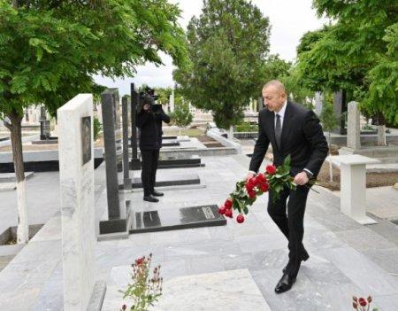Prezident Naxçıvanda şəhidlərin məzarlarını ziyarət etdi - FOTOLAR