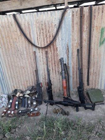 Polis əməkdaşları silah-sursat aşkar ediblər