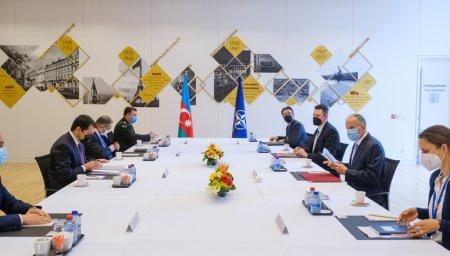 Hikmət Hacıyev NATO baş katibinin müavini ilə görüşdü - Fotolar