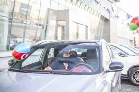 İcra başçısının oğlu, iş adamı qaziyə avtomobili hədiyyə etdi