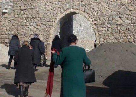 Rus sülhməramlıları erməni keşişlərini Amarasa gətirdi