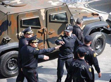 Əfqanlar Bakıda aksiya keçirdi, polis müdaxilə etdi - Video