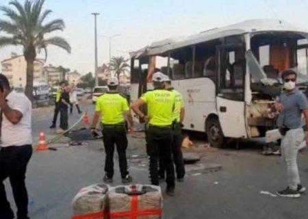 Antaliyada rusiyalı turistləri daşıyan avtobus qəzaya düşdü -ölənlər var