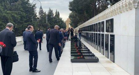 Türkiyə Cumhuriyyəti Ticarət Naziri Mehmet Muş Şəhidlər Xiyabanını ziyarət edib - Foto+Video - Özəl