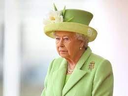 "Kraliça II Yelizaveta ""İlin yaşlı qadını"" mükafatından imtina etdi"